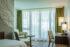 Einzelbett und Sitzecke in der Familiensuite