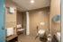 rollstuhlgängiges Bad im Doppelzimmer Premium im Hotelteil Oase Süd